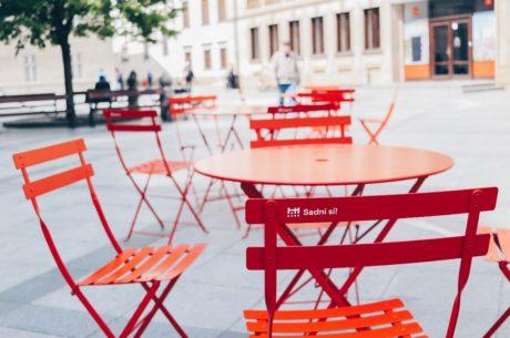 Sadni si na Primaciálnom námestí