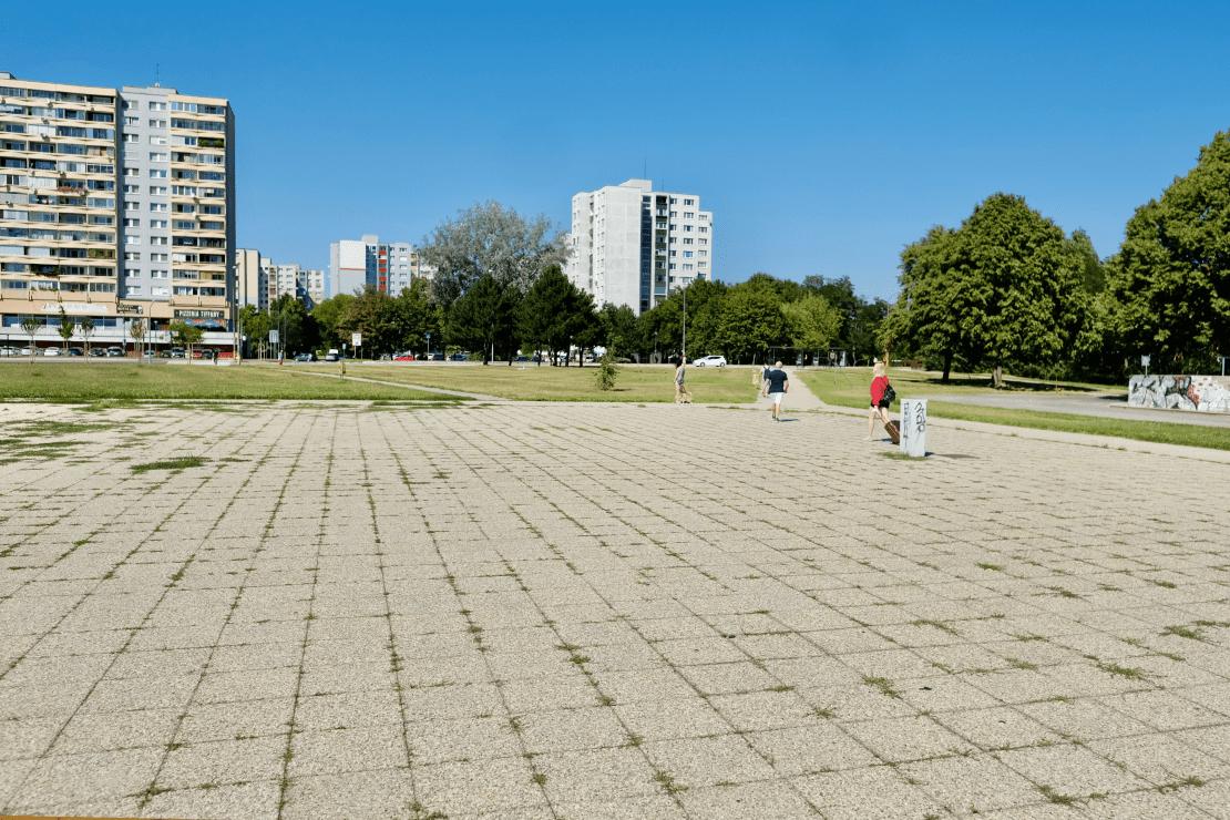 námestie republiky, pred umiestnením fontány, betónová sahara